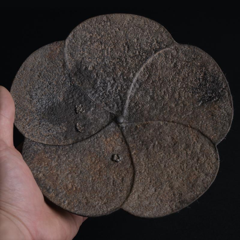 古鉄 銀象嵌梅型鉄皿